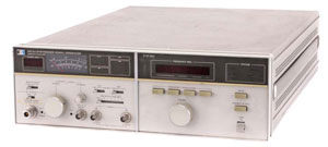 Rent Agilent 8672A Synthesized Signal Generator %>