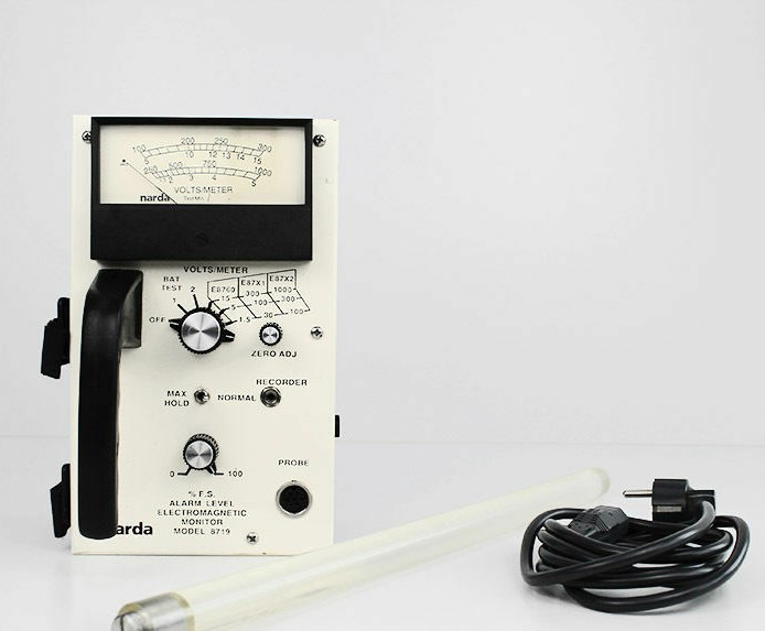 Narda 8719 RF Survey Meter | 10 kHz - 40 GHz