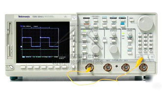 Tektronix TDS684A 4 Channel 1 GHz 5 GS/s Digitizing Oscilloscope